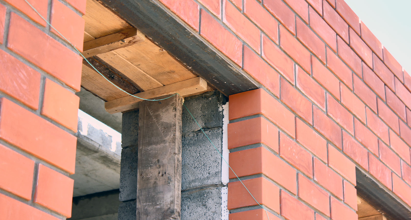 Что такое перемычка в строительстве. Устройство перемычек в кирпичных стенах: полезная информация для начинающих строителей